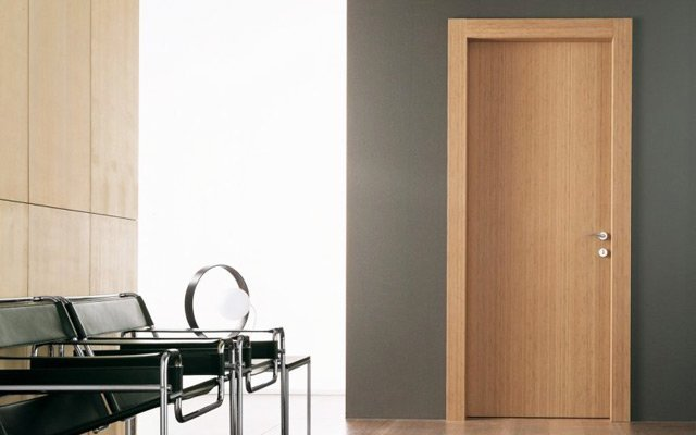 Lesena stanovanjska vrata